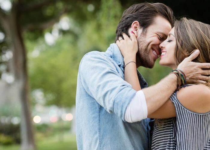 man_and_woman_kissing